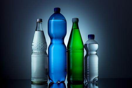 plastico pet: diferente botella de agua mineral