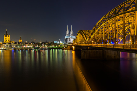 dom: View of the cologne Cathedral and Hohenzollern bridge at night
