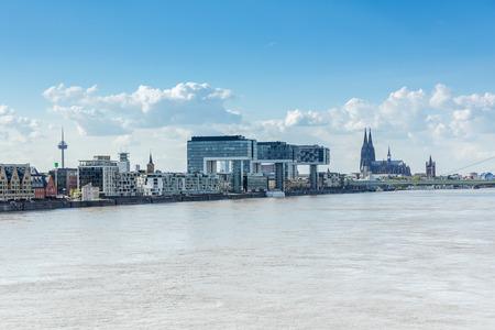 ドイツのライン川のケルンの眺め