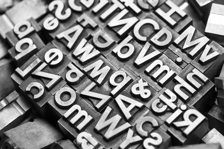 periodicos: montón de diferentes letras de plomo Foto de archivo