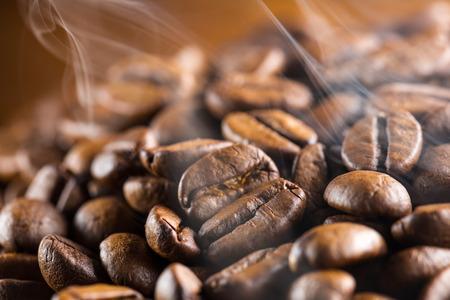 frijoles: granos de café con vapor de agua se acumulan Foto de archivo