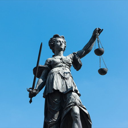 roemerberg: Statue of Lady Justice in front of the Romer in Frankfurt - Germany