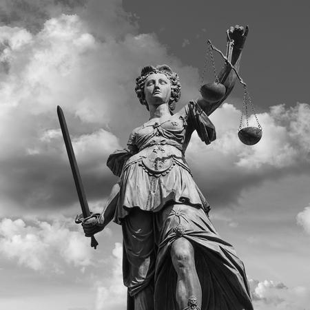 フランクフルトでの正義の女神 写真素材