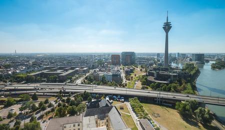 ドイツのデュッセルドルフ (NRW) の空撮