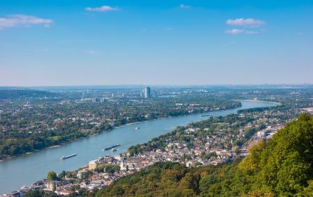 夏、Drachenfels から見たボン市の景色 写真素材