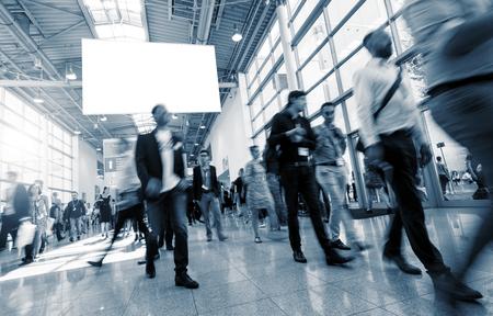 Vage mensen uit het bedrijfsleven op een International Trade Fair Stockfoto