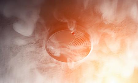 アクションで火災警報器の煙探知機 写真素材