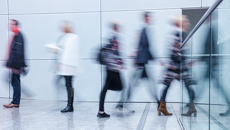 Zakenmensen lopen Stockfoto