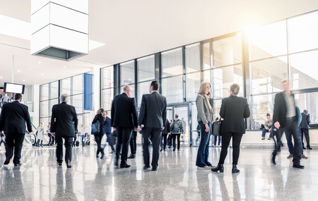 messe: unrecognizable business people at a airport hall