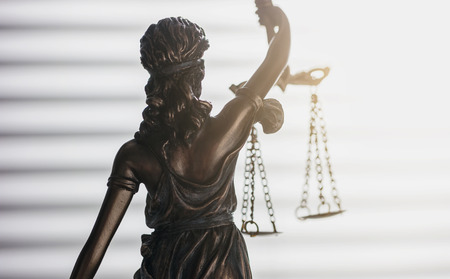 Statue of justice from behind (Justitia)