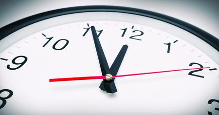 analogous: 5 min before 12 O`Clock