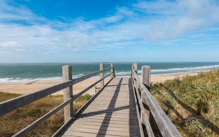 ドンブルグ、オランダ、北ホラント州のビーチ ボードウォーク 写真素材