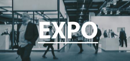 ぼやけているビジネス人々 エキスポ - テキスト コンセプト イメージの上を歩く 写真素材