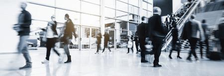 wazig zakenmensen op een vakbeurs Stockfoto