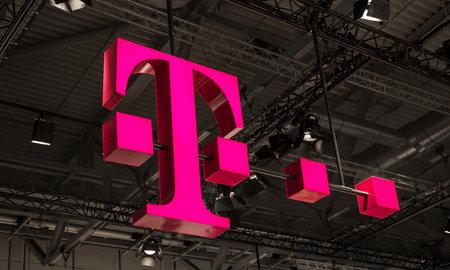 ケルン、ドイツ9月、2017: ドイツテレコムのロゴ。ドイツテレコムの製品とサービスを販売する「Punkt」店と呼ばれる約750があります。