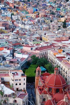 reiste: Sehen Sie sich an den bunten H�user der spanischen Kolonialzeit Highland Stadt Guanajuato, Mexiko. Lizenzfreie Bilder