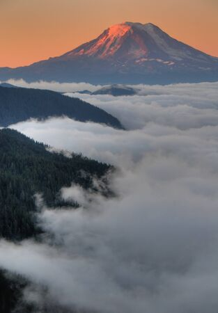 Mt. Adams in Washington State, at sunset Imagens