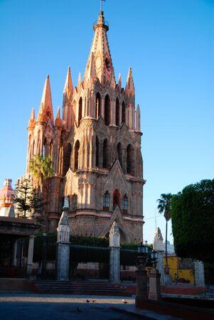 san miguel arcangel: Campanario de la Parroquia San Miguel Arc�ngel, San Miguel de Allende, Mexico.