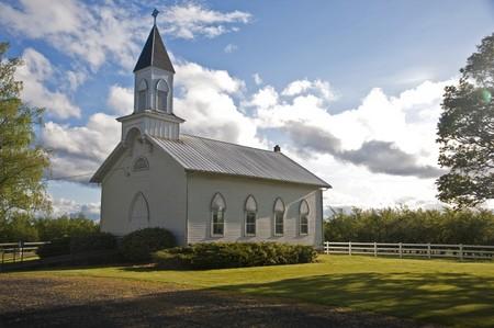 �glise: Old clapboard blanc �glise rurale dans la vall�e de la Willamette, Oregon, Oak Grove