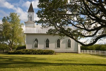 willamette: Old clapboard white rural church in Willamette Valley, Oregon, Oak Grove