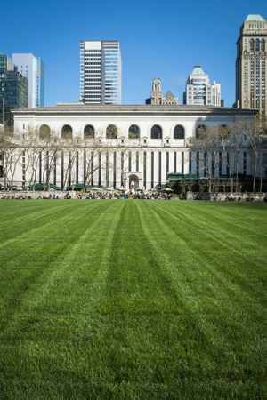expanse: Expanse of Bryant Park lawn, New York City Library, Manhattan Stock Photo