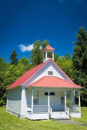 school house: Old sola casa de la escuela rural en Oregon
