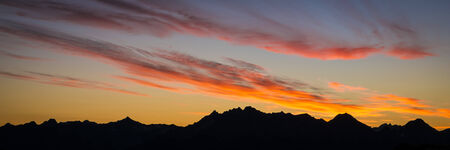 cascade range: Pink sunrise clouds and mountain silhouettes in Washington state Cascade range Stock Photo