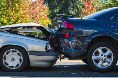 involving: Incidente d'auto che coinvolge due automobili su una strada di citt� Archivio Fotografico