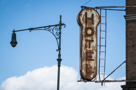 hospedaje: Viejo, decrépito, signo resistido un hotel