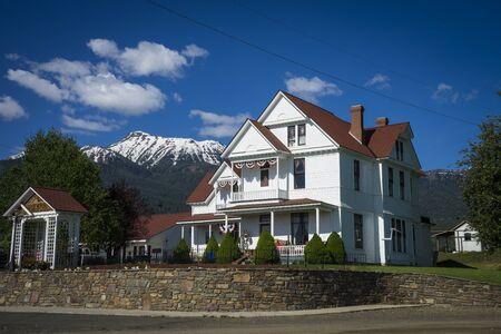 western united states: Old White House near mountains in Western United States
