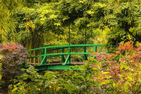Green wooden bridge in Monet's garden in Giverny, France 写真素材
