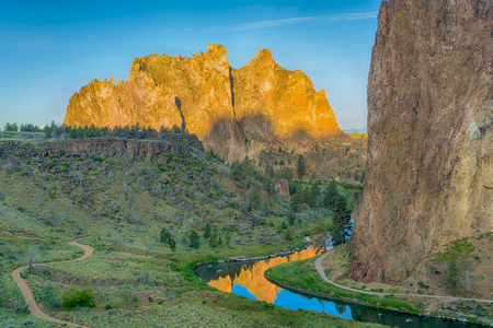 Sunrise view of Smith rock State Park and the crooked River in Oregon