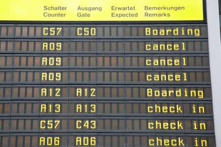freitag: Streik bei der Lufthansa - UFO,  Berlin Tegel Flughafen,  Freitag, 07 09 2012