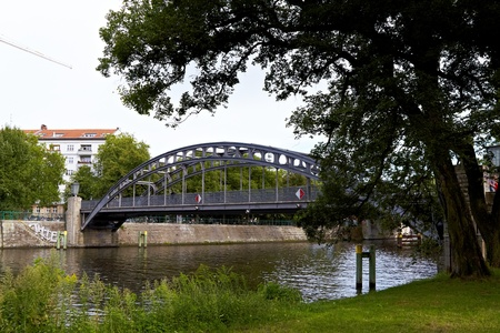 Gericke Steg, 1914 15, was built from designs by Bruno  hring and after damage in World War II restored Bellevue The bridge is a pedestrian bridge over the Spree River east of the train station