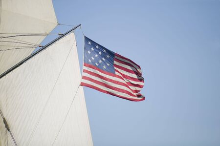 Post Revolutionary War 15 Star American Flag, circa 1795 being flown from a vintage sailing ship of the time Stok Fotoğraf