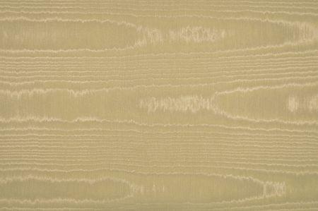 베이지 색, 황갈색 또는 카키색의 물결 무늬 실크와 비슷한 모아레 패브릭