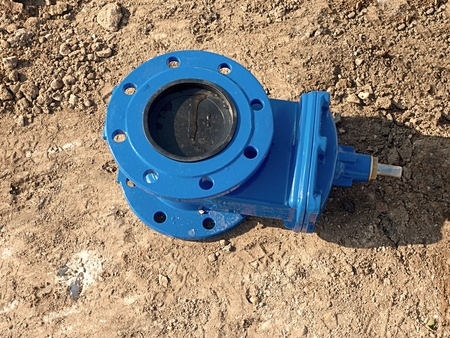 ductile: Detail of fittings, 150mm gate valves for drink water system. Repairing of piping in excavation pit. New blue painted gate valve on dry clay