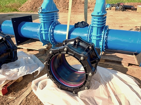 sealing ring: 500 mm black Waga new multi-joint unit. 500 mm drink water gate valve joint with screws and nuts to pipe fitting. Piping repair, on wooden pallet unit. Drink water pipeline.