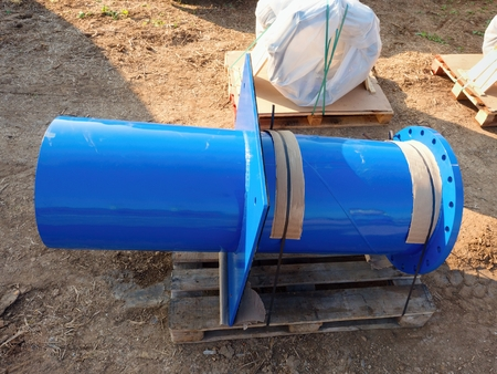 ductile: Detail of 500mm big new drink water joint unit with screws and nuts. Collar pipe fitting. Piping repair,  fasteners and spare parts on wooden pallet .
