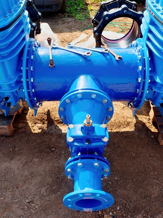 sealing ring: Dring water piping , Gate valves and reduction member. Pipe fittings joint with new screws and nuts. Repairing process to connect drink water supply.