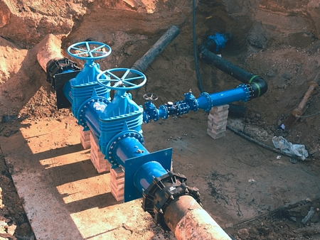 corroded: Construction of main City water supply pipeline. 500mm large water pipeline with gate valves, 250mm branch.   Pipes joined with new blue Gate valves and new black waga multi joint members.
