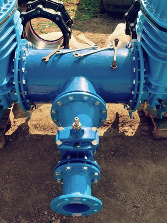 500 mm piping with new Gate valves and reduction member to 250 mm and 150 mm. Pipe fittings joint with new screws and nuts.