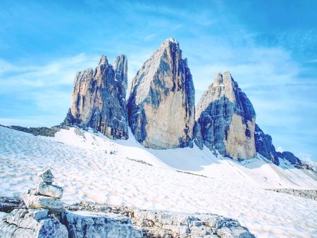 Spring hike around Tre Cime di Lavaredo massive. Beautiful colors of in the Dolomites in Italy Europe 스톡 콘텐츠