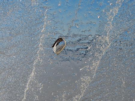 Shining piece of ice agains to spring Sun. Lake bank with ice pile, sunrays create beautiful reflection. 版權商用圖片