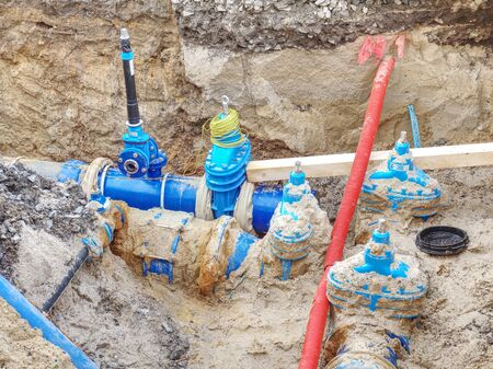 HDPE plastic tubes for drink water. Reneval potable water system in the city. Laying drink water pipe at the corner of a flat house Banque d'images
