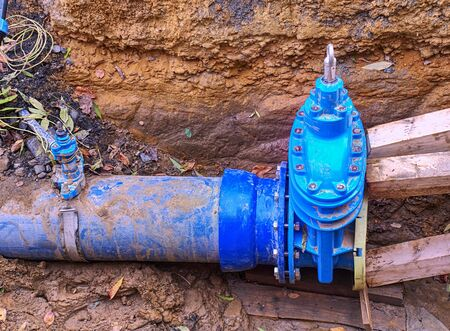 Replacement of old pipe branch to new steel one. Change of rusty press valve. Banque d'images