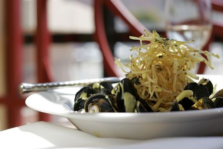 paring: Sauteed mussells with shoestring potatoes