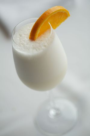 intoxicating: Delicious, frothy Ramos Fizz quenches a summer thirst. Stock Photo
