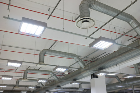 industriële airconditioning en luchtroosters Stockfoto