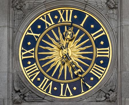 antique clock: oro y azul reloj antiguo Foto de archivo